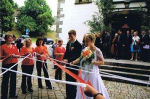Spalier stehen bei Theresa Baumgärtner und Florian Abelein