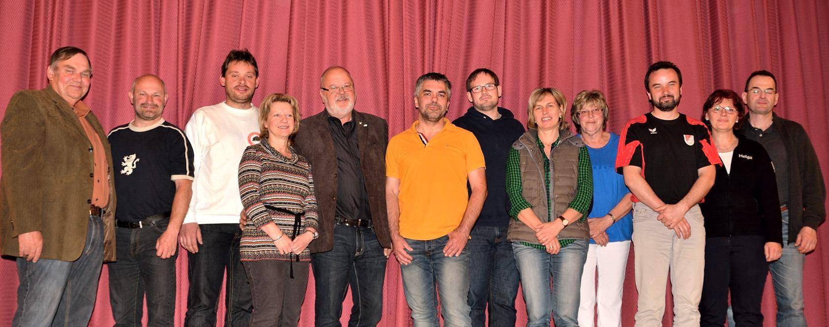 v.l. Peter Bromberger (Beisitzer), Rainer Kolb (Beisitzer), Thomas Brenz (Sportwart/Hallenwart), Christine Rauch (Schriftführerin), Andreas Döscher (2. Vorsitzender), Markus Dinzl (1. Vorsitzender), Günther Braun (Kassier), Gisela Irmer (Beisitzer), Elisabeth Lettow (Beisitzer), Andre Schultz (Jugendbeauftragter), Helga Meder (Kassenprüferin), Markus Dürr (Kassenprüfer)